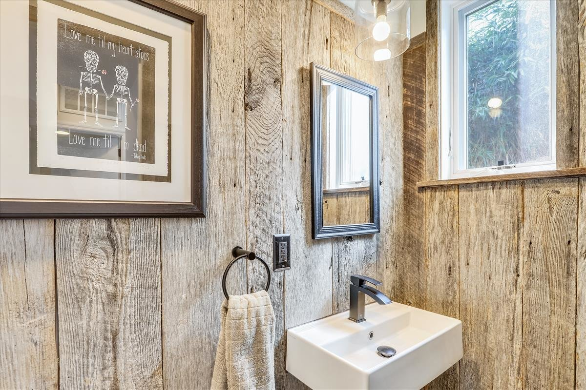 3300 13th Street NE_Powder Room