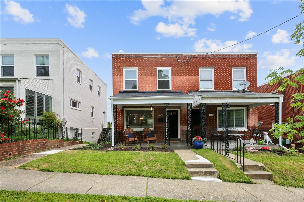 5245 Chillum Place NE_Exterior 2