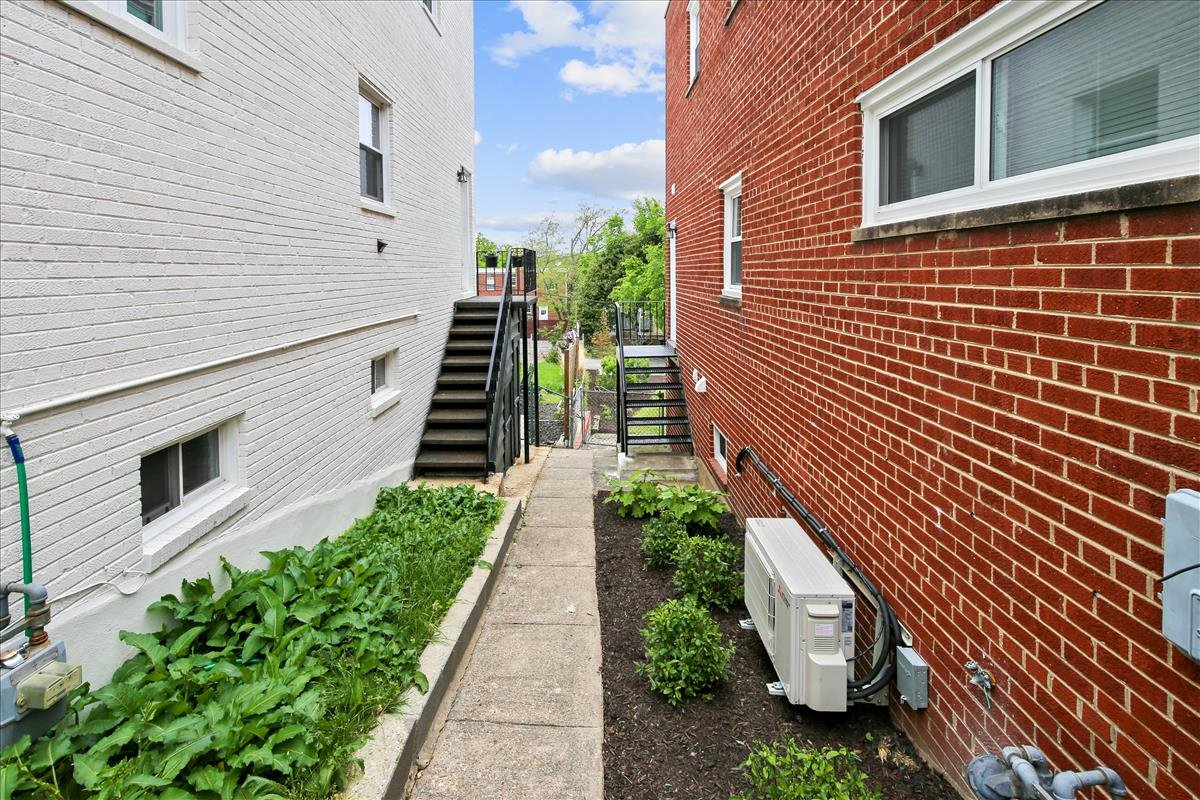 5245 Chillum Place NE_Side Yard 1