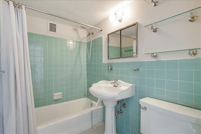 1545 18th ST NW #603 bathroom