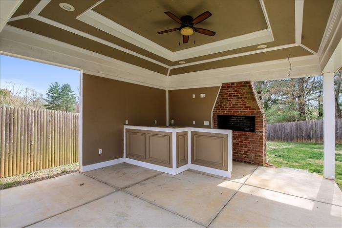 304 Charlton Court Silver Spring MD  covered patio