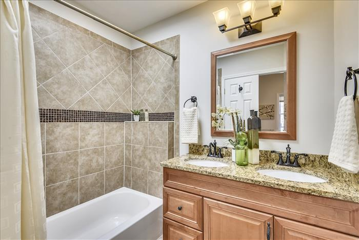 3128 10th ST NE DC master bath