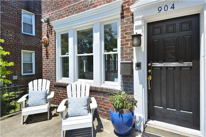 904 Jackson St NE Washington DC Exterior front porch