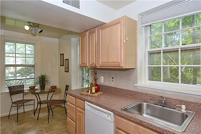 3670 38th St NW McLean Gardens Kitchen